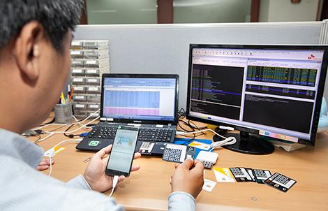 SK텔레콤은 스마트폰 복제 여부를 실시간으로 판단할 수 있는 '실시간 검출(Sensing) 시스템'을 개발해 도입한다고 7일 밝혔다.