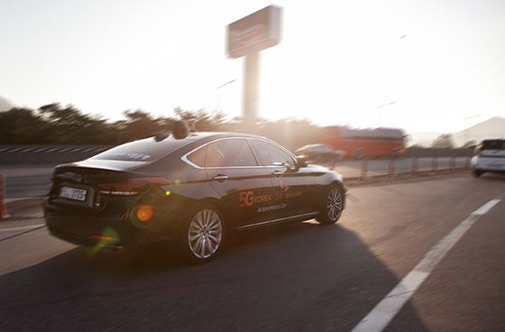 SK텔레콤은 자사가 개발 중인 자율주행차가 21일 오전 서울 만남의 광장부터 수원신갈 나들목(IC)까지 약 26 km의 경부고속도로 구간에서 시험 주행을 성공했다고 밝혔다.