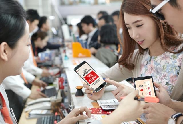 SK텔레콤은 중국과 일본을 방문하는 고객을 위해 출시한 'T로밍 한중일패스' 요금제가 출시50일만에 이용객 10만명을 돌파했다고 26일 밝혔다.