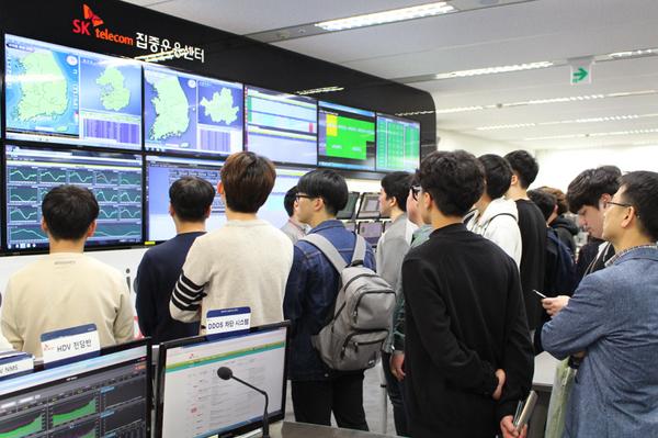 SK텔레콤은 청소년·대학생에게 4차 산업혁명의 청사진과 ICT 기술을 쉽게 소개하는 프로그램 『T-Tech 캠퍼스』를 론칭 한다고 26일 밝혔다.