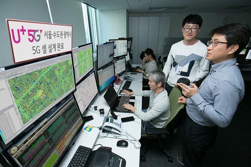 LG유플러스는 최적의 셀 설계를 통한 안정적인 서비스 제공, 대·중·소 기업을 잇는 5G 생태계 구축 전략 수립 등 5G 서비스 제공을 위한 본격적인 작업에 나선다고 4일 밝혔다.