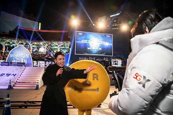 SK텔레콤은 세계 최초로 5G 상용망과 생중계 솔루션을 활용한 TV 생방송에 성공했다고 1일 밝혔다.