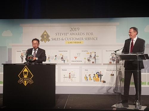 KT가 미국 라스베이거스에서 열린 '2019 스티비어워즈' 시상식에서 고객경험개선 중심 맞춤형 ARS 등 4개 분야에서 수상했다고 26일 밝혔다.