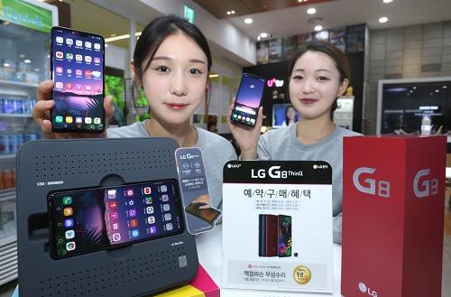 LG유플러스는 오는 15일(금)부터 전국 LG U+매장과 공식 온라인몰 'U+Shop'에서   'LG G8ThinQ'의 사전예약을 실시한다고 13일 밝혔다.