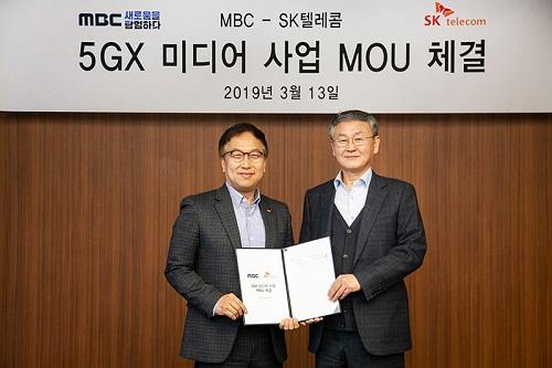 SK텔레콤과 MBC가 13일 서울 상암동 MBC 사옥에서 5G를 기반으로 다양한 혁신적인 뉴미디어 사업을 함께 개발한다는 내용의 MOU를 체결했다.