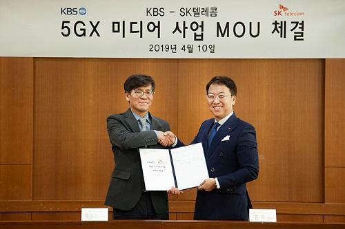 SK텔레콤과 KBS는 10일 서울 여의도 KBS본관에서 5G를 기반으로 다양한 뉴미디어 사업을 함께 개발하기 위해 협력한다는 내용의 MOU를 체결했다.