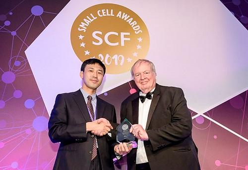 SK텔레콤은 21일(현지 기준) 영국 런던에서 열린 '스몰셀 어워드(Small Cell Award) 2019'에서 자사의 '5G 인빌딩 솔루션 상용화 기술'이 '스몰셀 설계 및 기술 상용화' 부문을 수상했다고 23일 밝혔다.