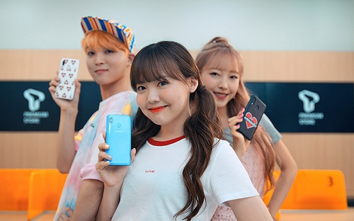 SK텔레콤이 30만원대 5.9인치 스마트폰 '갤럭시 A40'를 19일부터 공식 인증 대리점과 온라인몰 T월드다이렉트를 통해 단독 판매를 시작한다고 밝혔다.