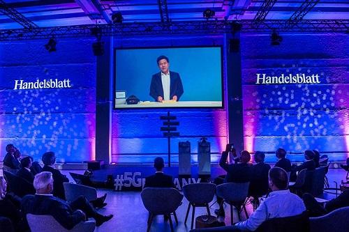 SK텔레콤 박정호 사장이 최근 독일에서 열린 '5Germany' 국제 컨퍼런스에서 독일 내 정·재계 인사들에게 5G 혁신 스토리와 노하우를 전수하며 '세계 최고 대한민국 5G' 위상을 굳건히 했다.