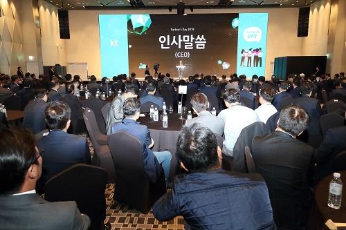 KT 5G가 200여 개 협력사의 성장 엔진으로 본격 가동된다. KT는 29일 서울 용산구 드래곤시티 호텔에서 '2019년도 파트너스데이'를 개최했다고 밝혔다.