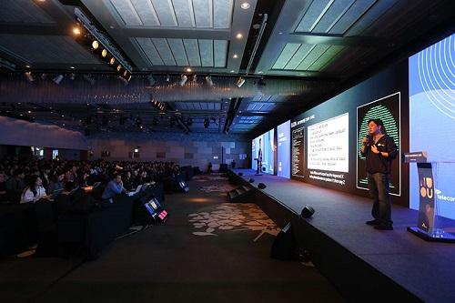SK텔레콤은 16일 서울 삼성동 인터컨티넨탈 코엑스 호텔에서 AI 기술 교류의 장인 '누구 컨퍼런스 2019'를 개최한다고 밝혔다.