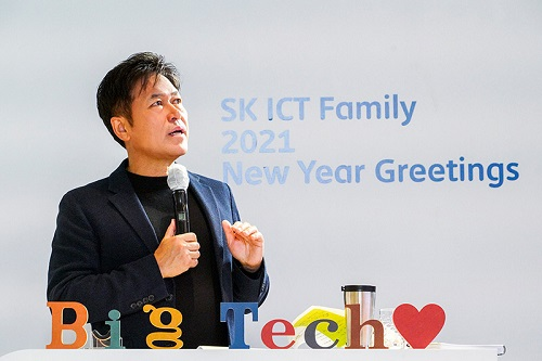 """SK텔레콤 박정호 CEO는 4일 오후 비대면 온택트 신년인사회를 갖고 """"AI혁신과 ESG 경영을 통해 사랑받는 빅테크 기업이 되자""""고 강조했다."""